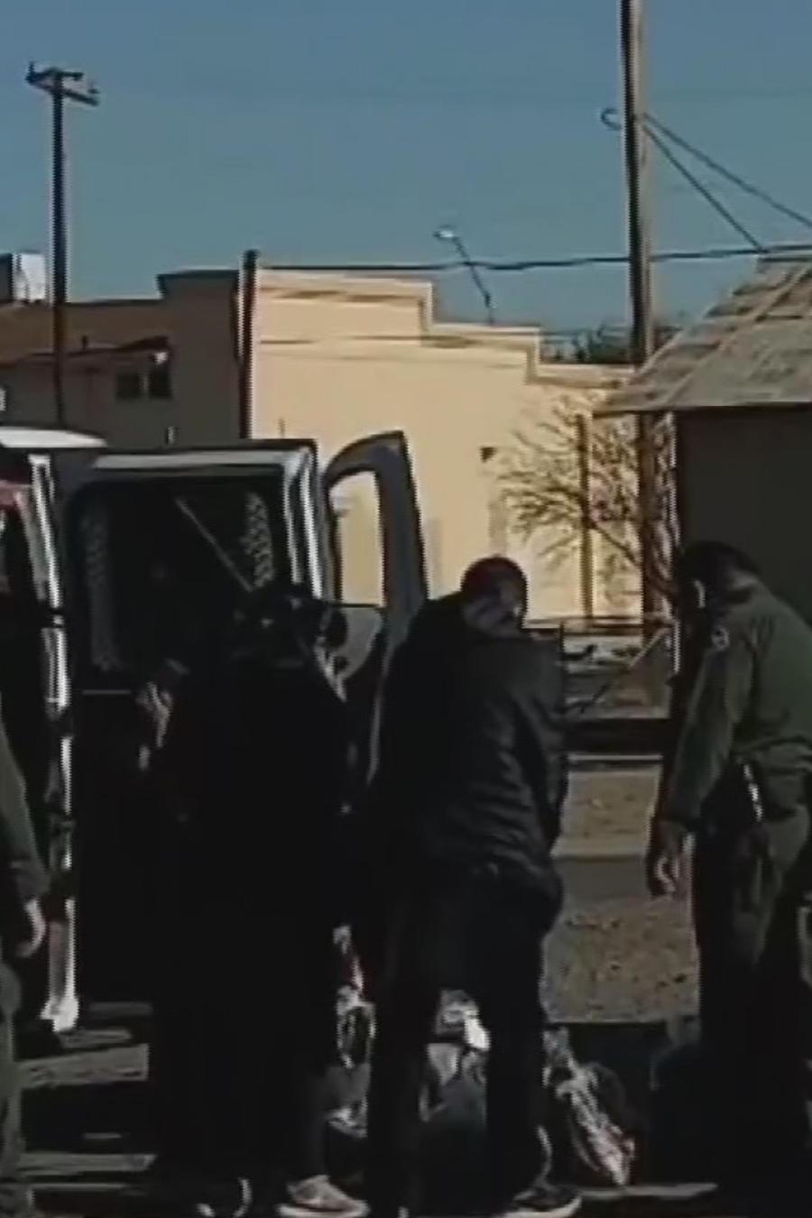 Captan a más de 100 inmigrantes escapando de un camión