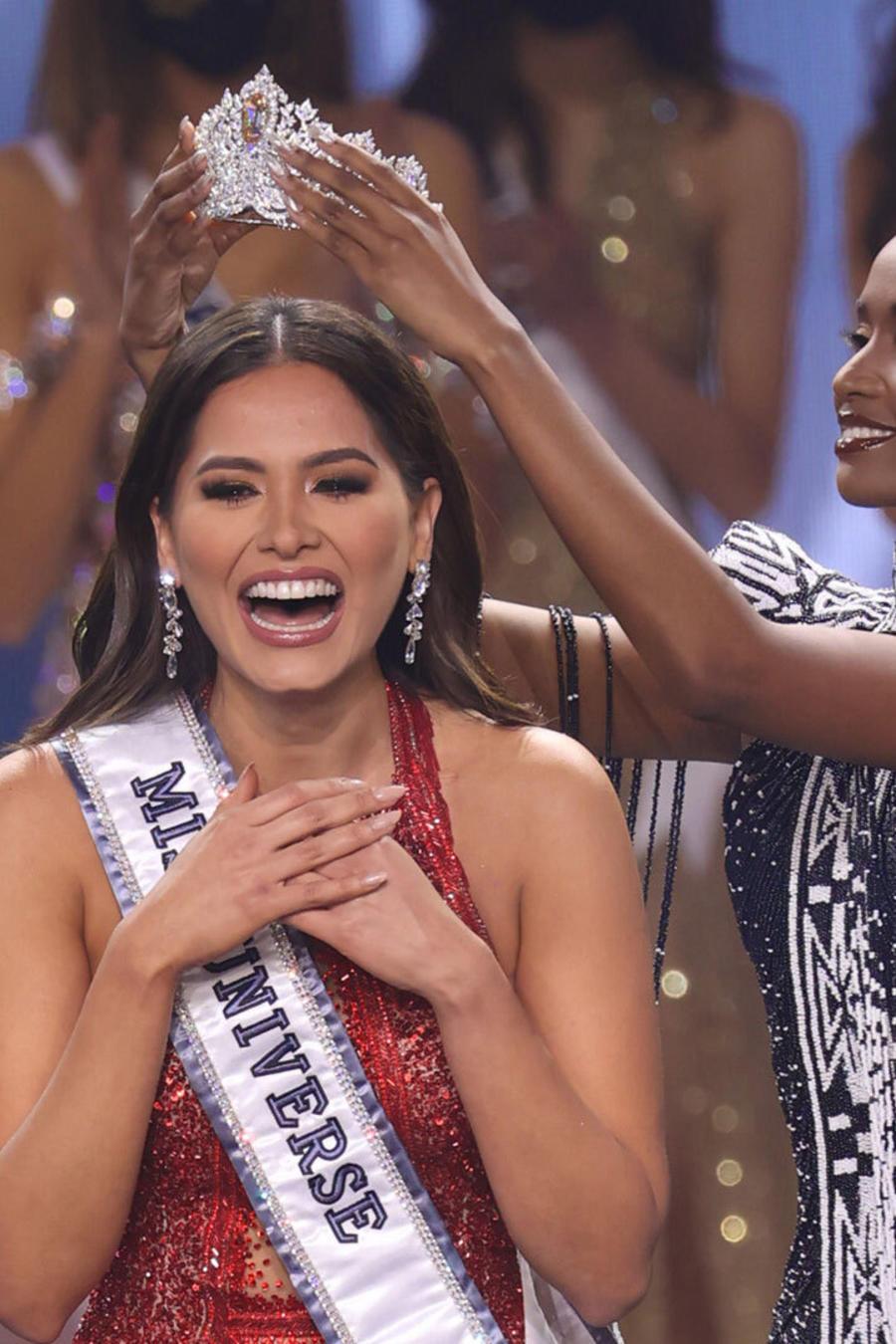 Andrea Meza, Miss México 2020, en su coronación como Miss Universo 2021, 69 Edición