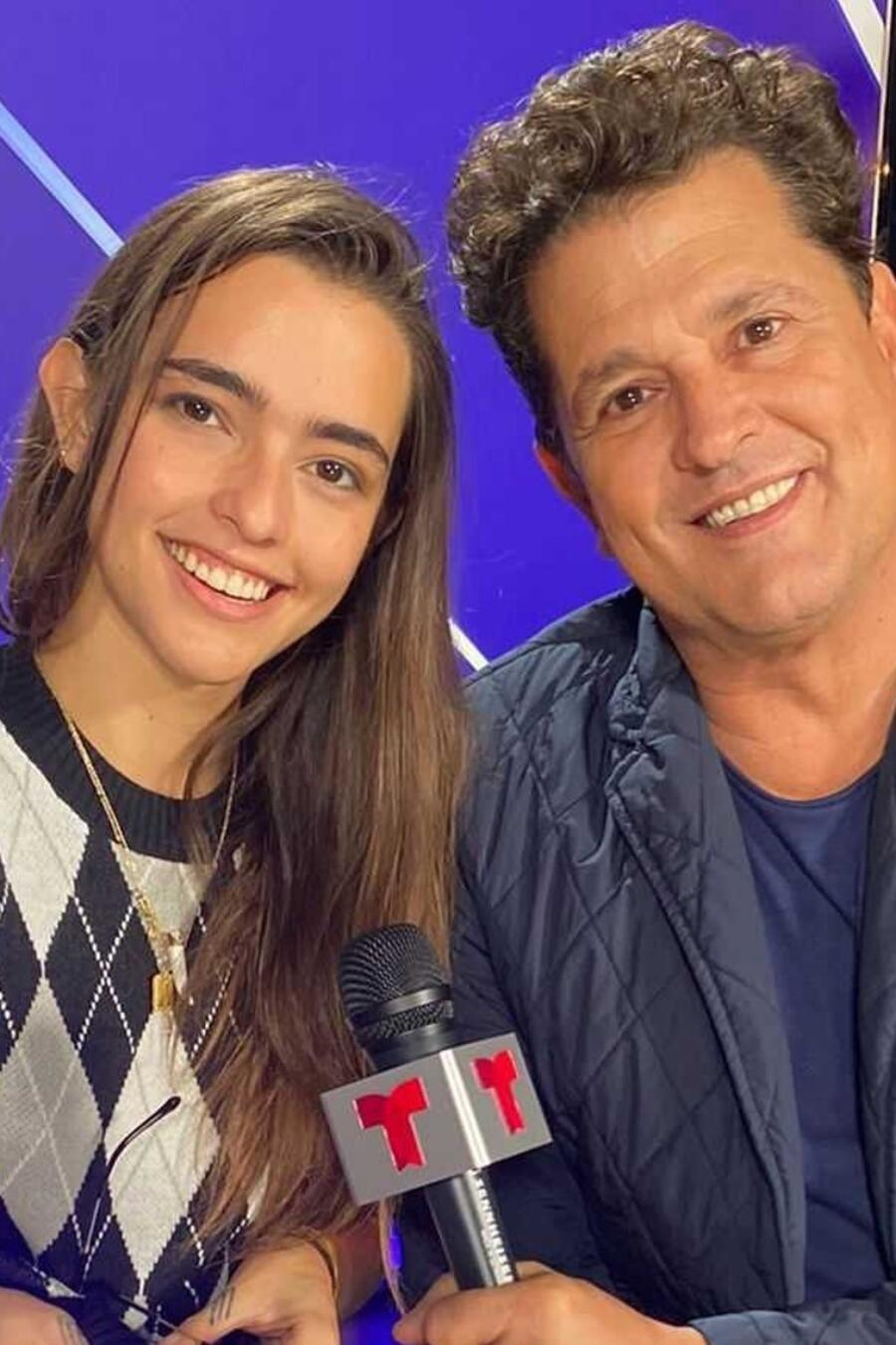 Carlos y Lucy Vives en el backstage de los Premios Billboard de la Música Latina 2021