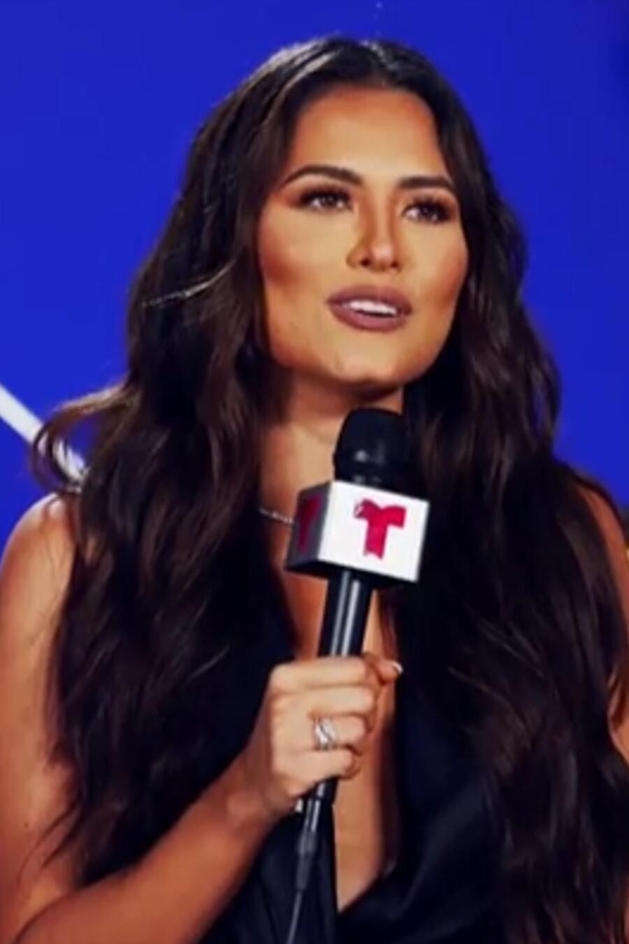 Andrea Meza en el backstage de los Premios Billboard de la Música Latina 2021
