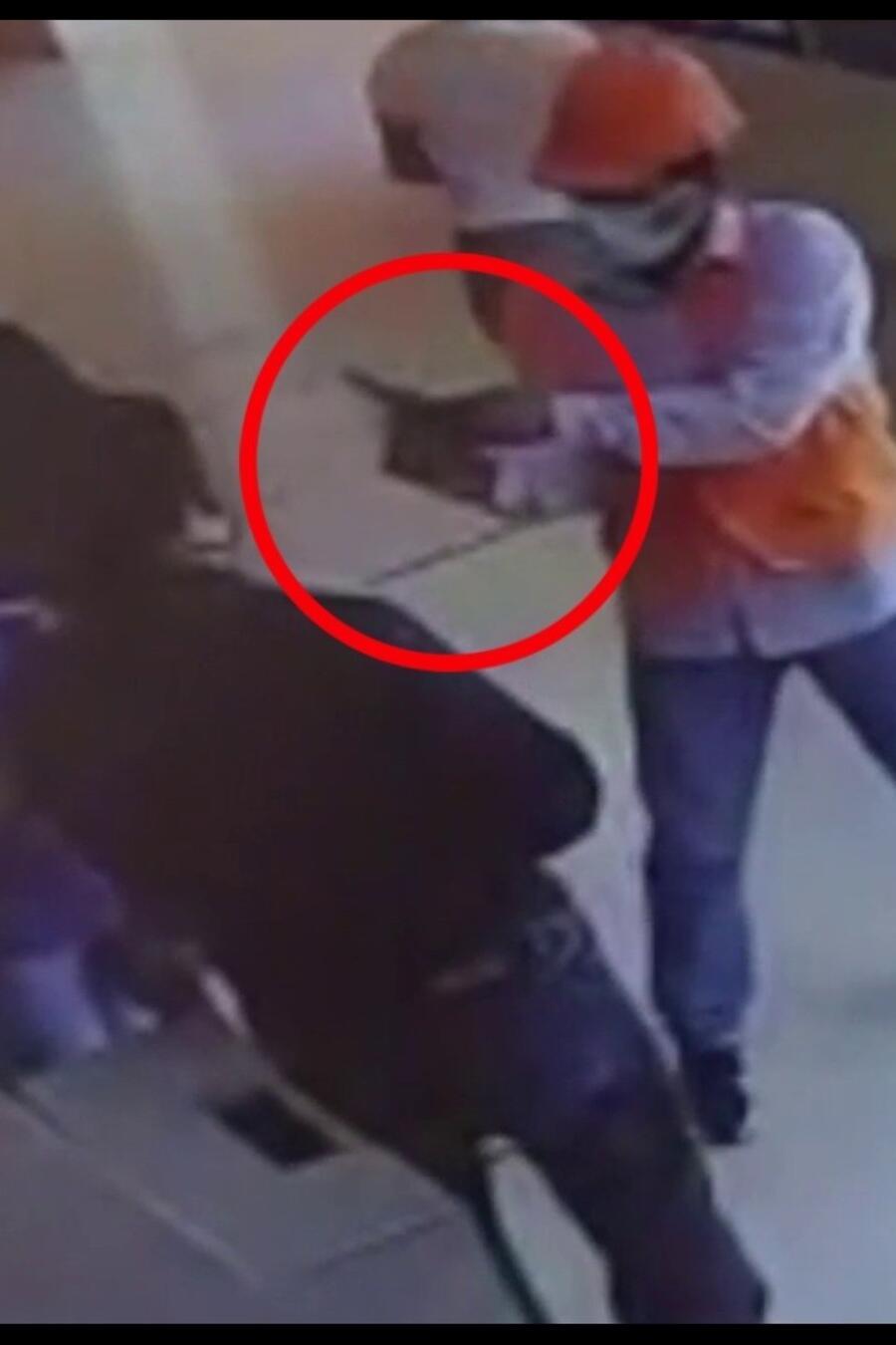 Mujer se salva de un ataque en Peru.jpg