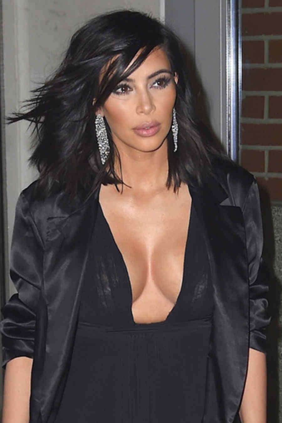 Kim Kardashian lució un sensual escote