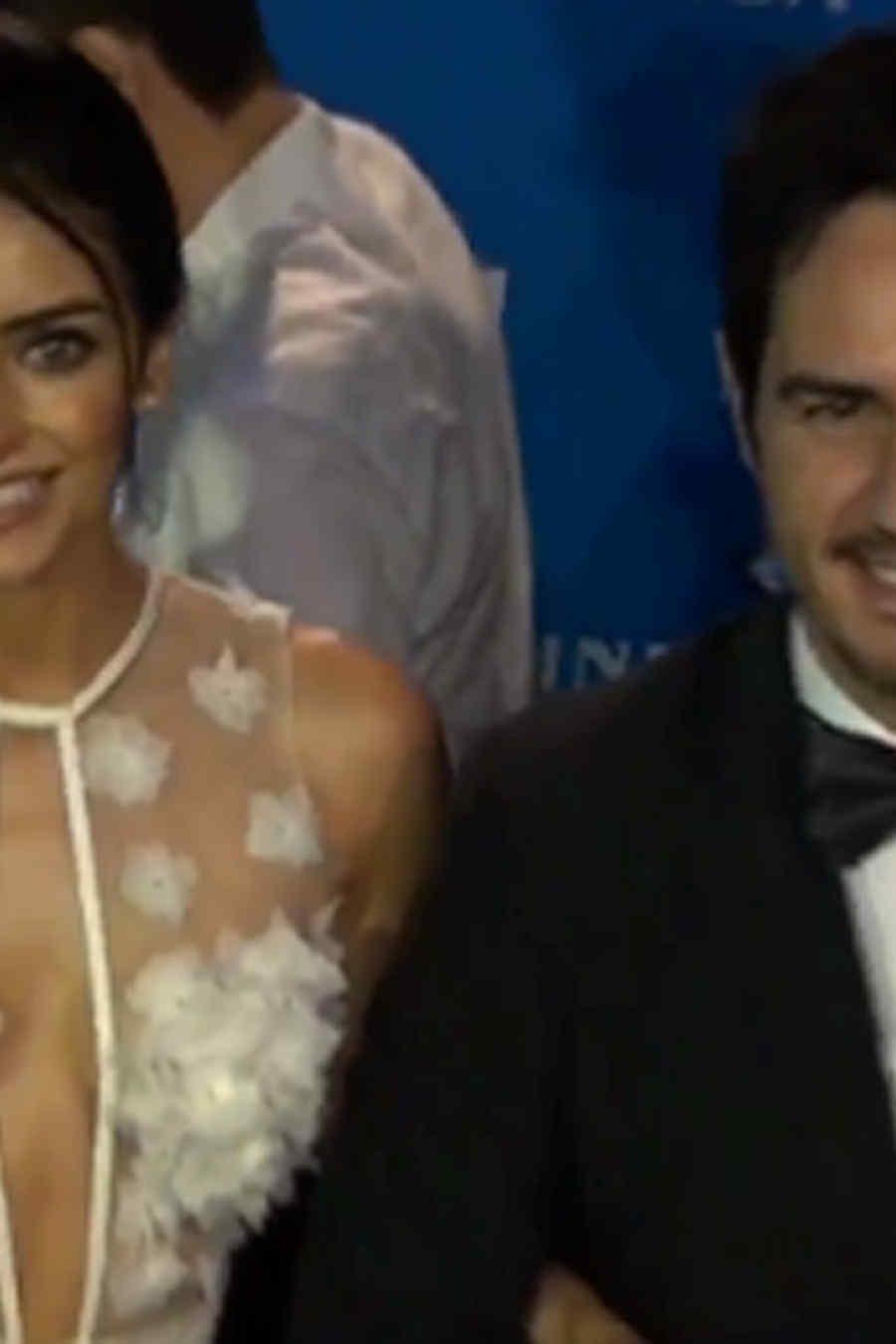 Aislinn Derbez y Mauricio Ochmann en la entrega de premios Ariel 2015, en México