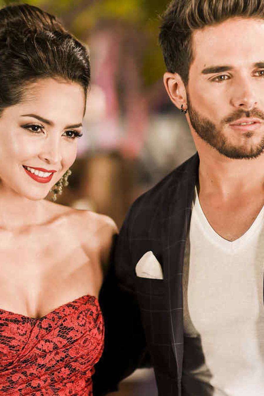 Carmen Villalobos y Sebastián Caicedo en Premios Tu Mundo 2015