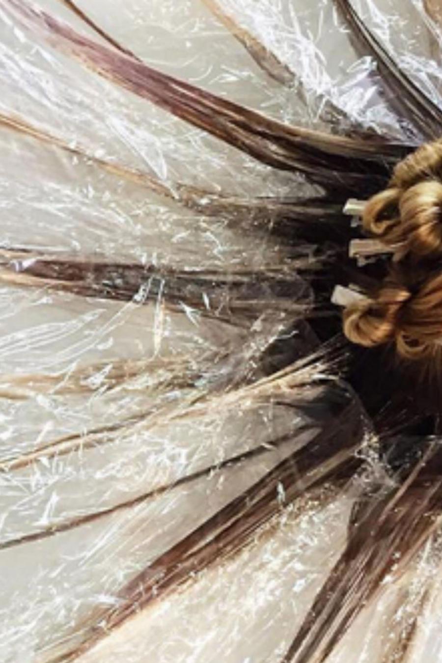 Cabello de mujer haciéndose fluir hair painting