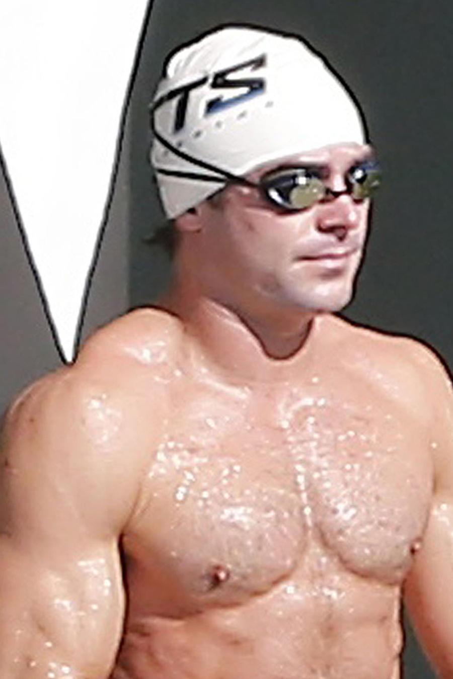 Zac Efron durante una clase de natación.