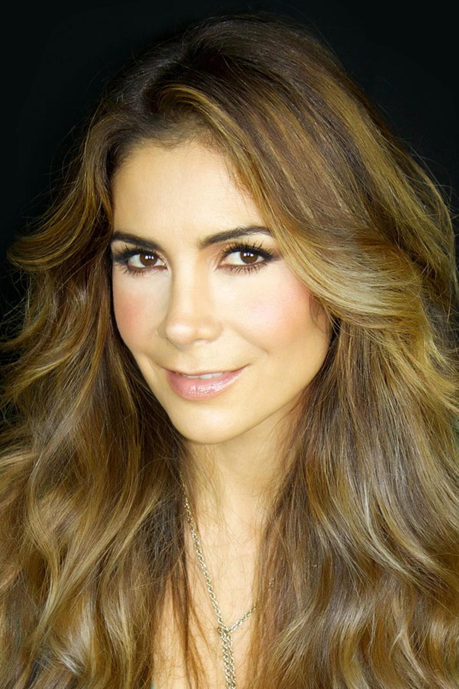 Patricia Manterola en su foto oficial