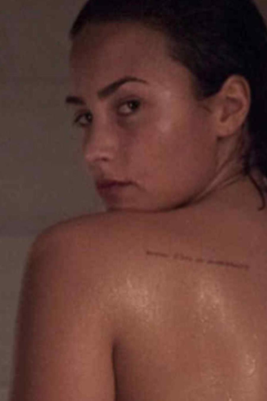 Demi Lovato sin ropa