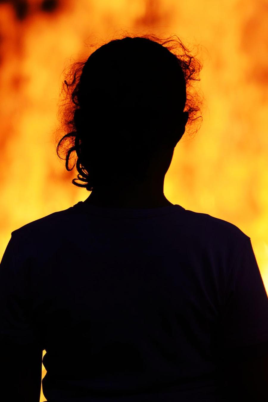 Un mujer en un incendio