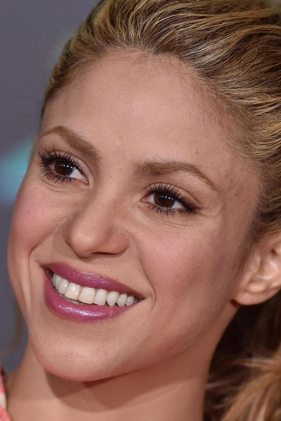 Shakira lanza app con consejos e ideas para padres