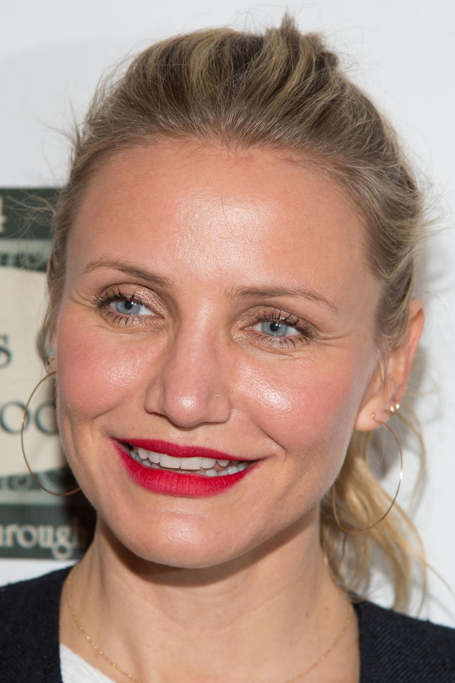 Cameron Diaz Visits Bookends Bookstore