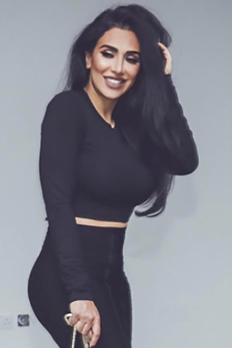 Huda Beauty de negro