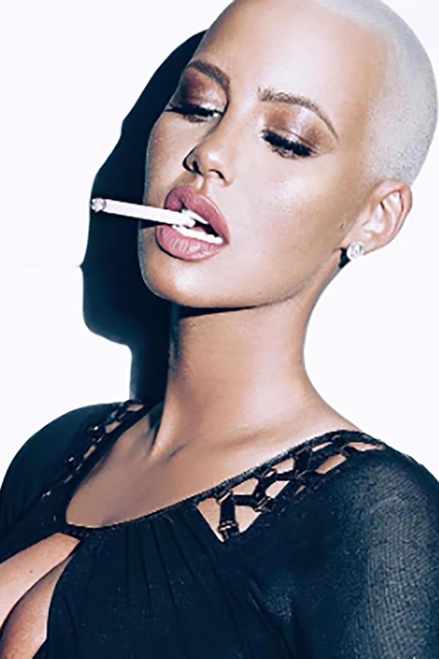 Amber Rose fumando