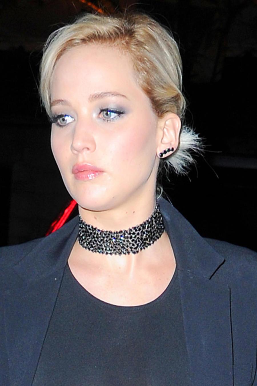 Jennifer Lawrence dejó sus pechos al descubierto