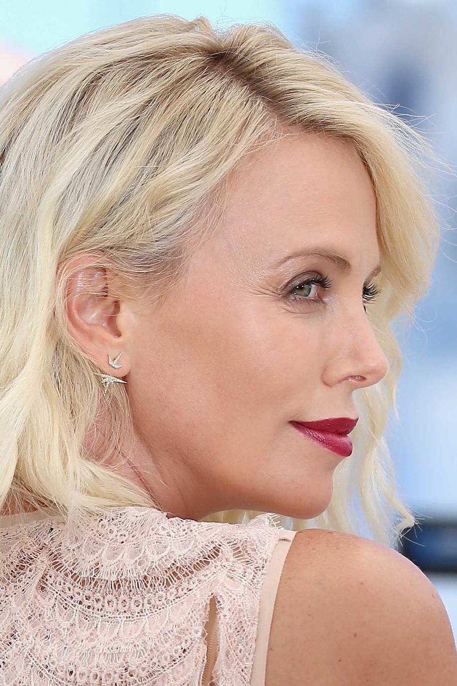 Charlize Theron en el festival de Cannes 2016