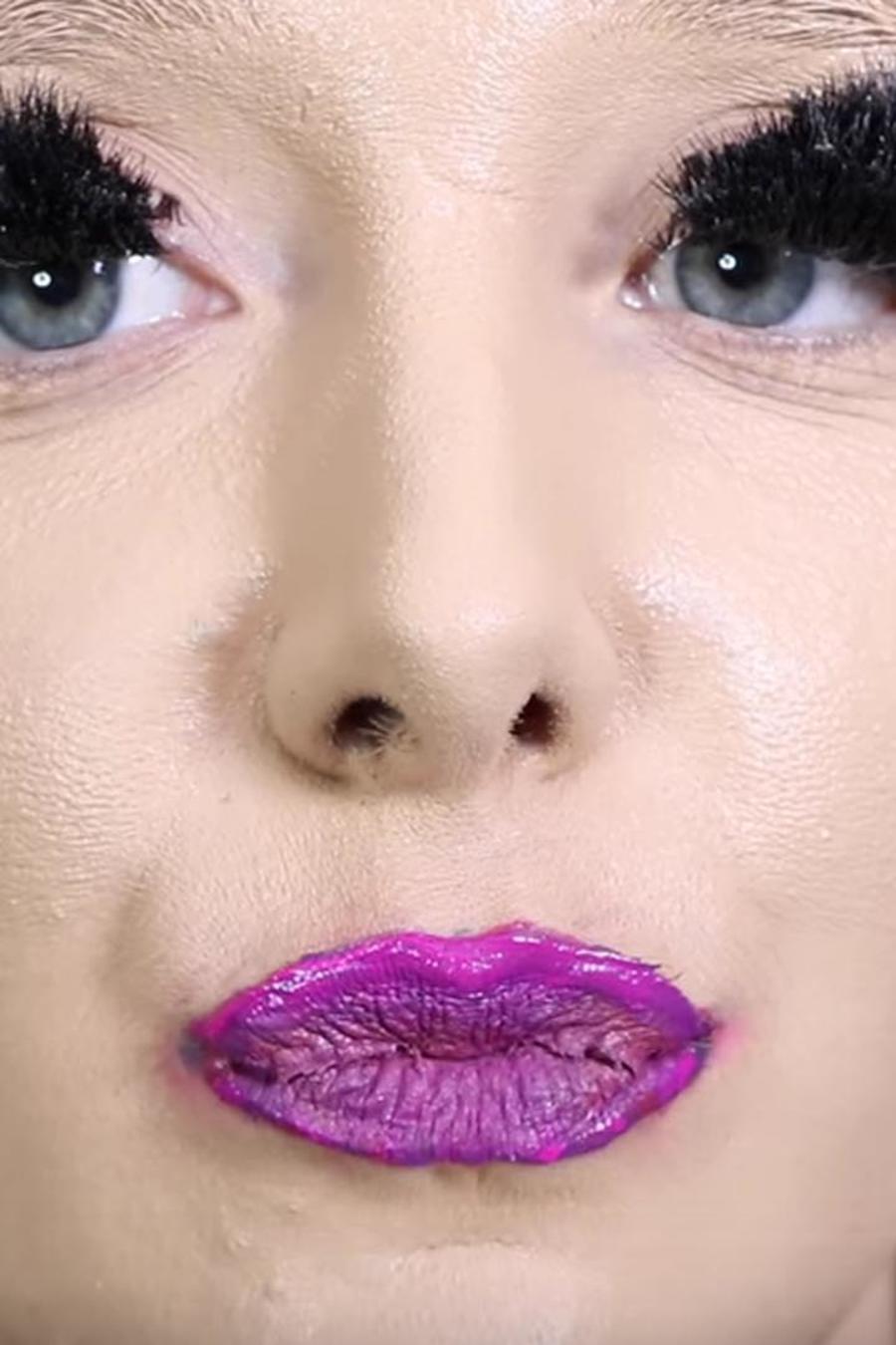 Jenna Marbles 100 capas de maquillaje