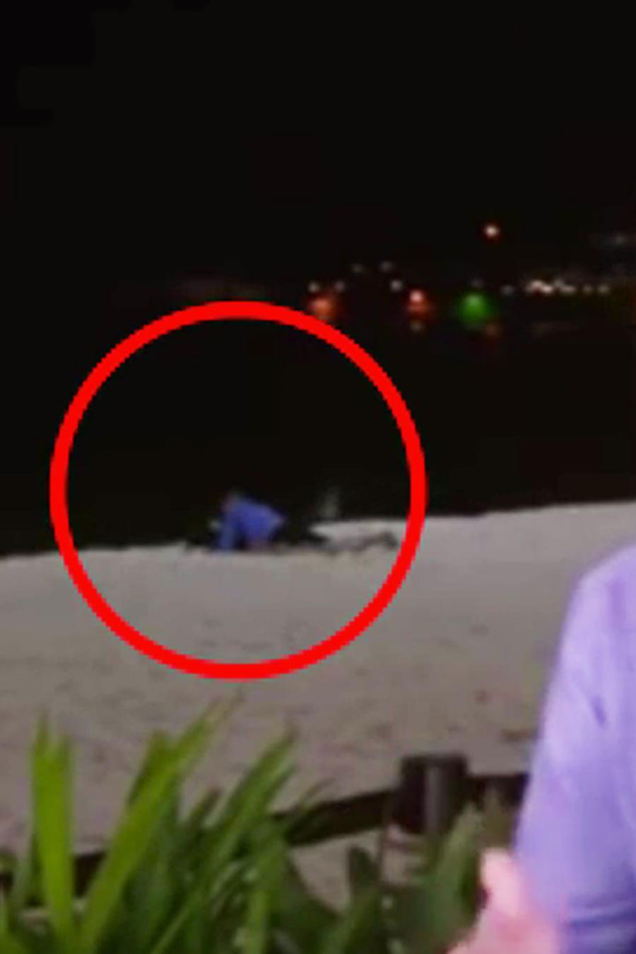 Captan a pareja teniendo sexo en la playa durante una transmisión en vivo
