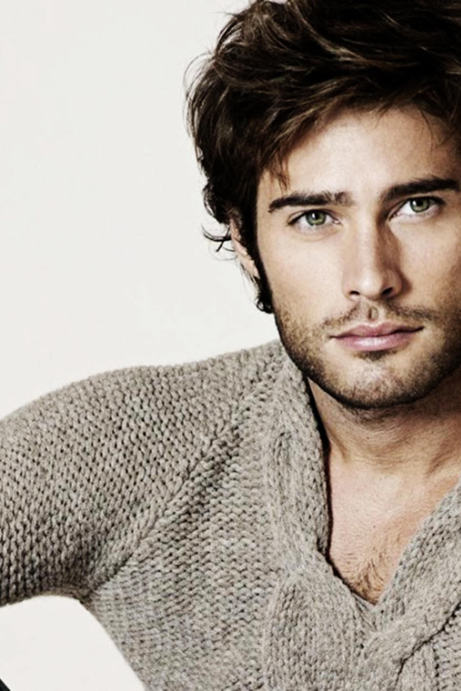 Rodrigo Guirao, Mario Casas, modelando, Señora Acero 3 La Coyote