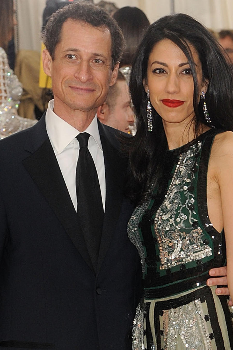 Anthony Weiner y Huma Abedin asisten a la gala de 'Manus x Machina: Fashion In An Age Of Technology' Costume Institute