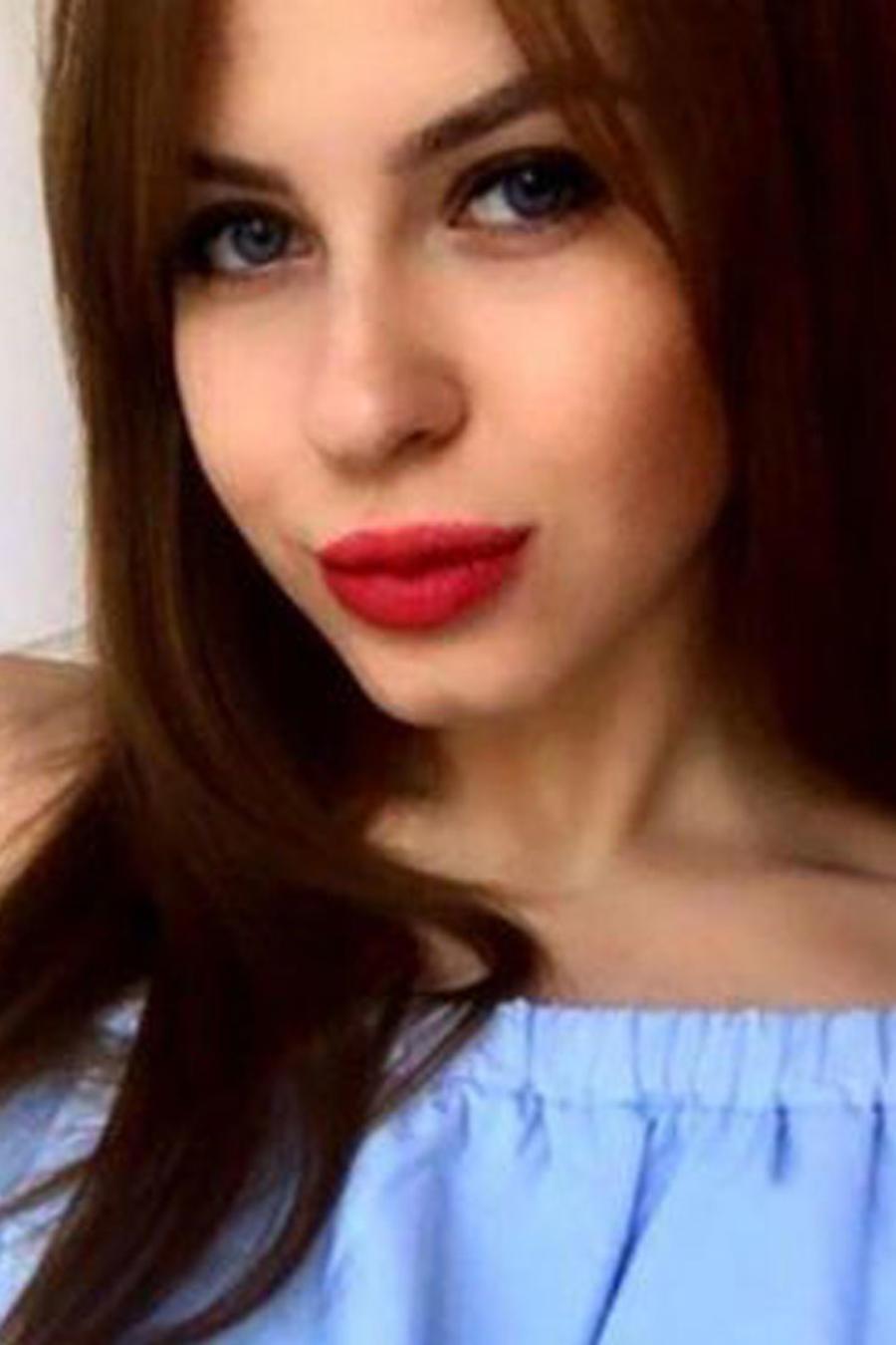 Subasta su virginidad en Internet para poder pagar sus estudios