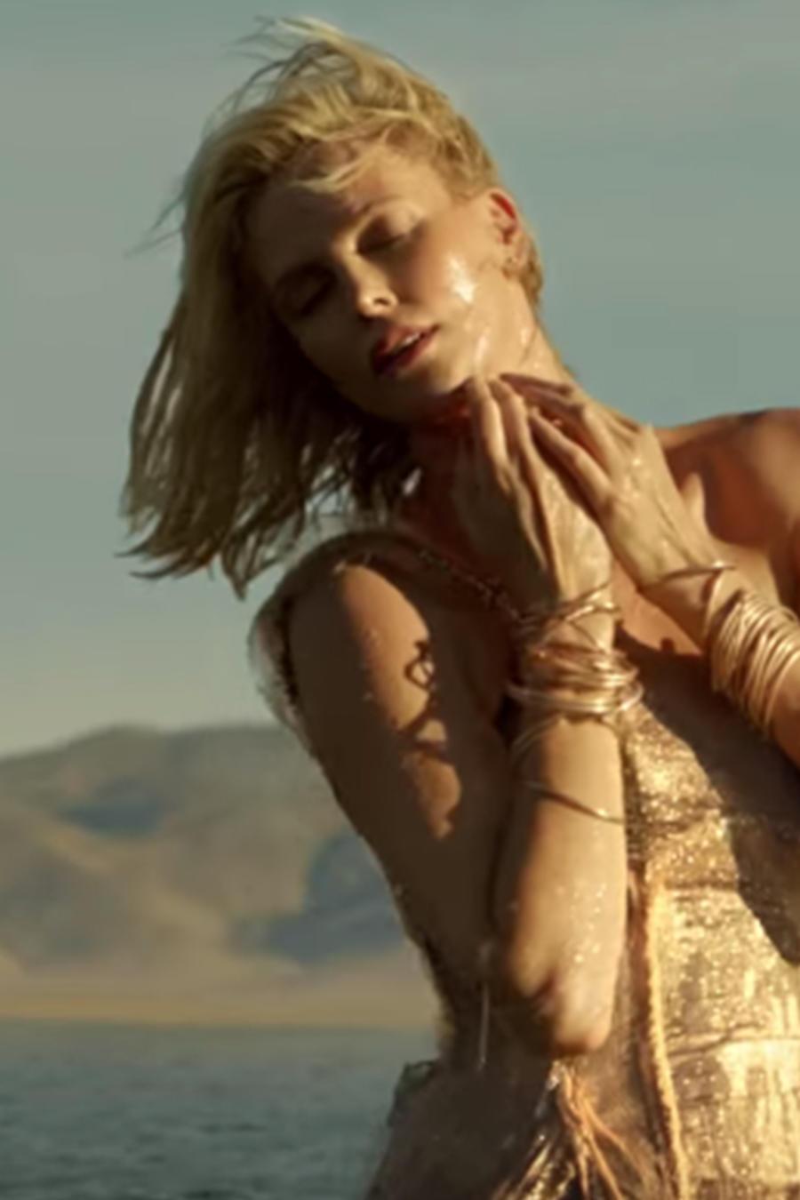 Charlize Theron en el nuevo video de la campaña de Dior.