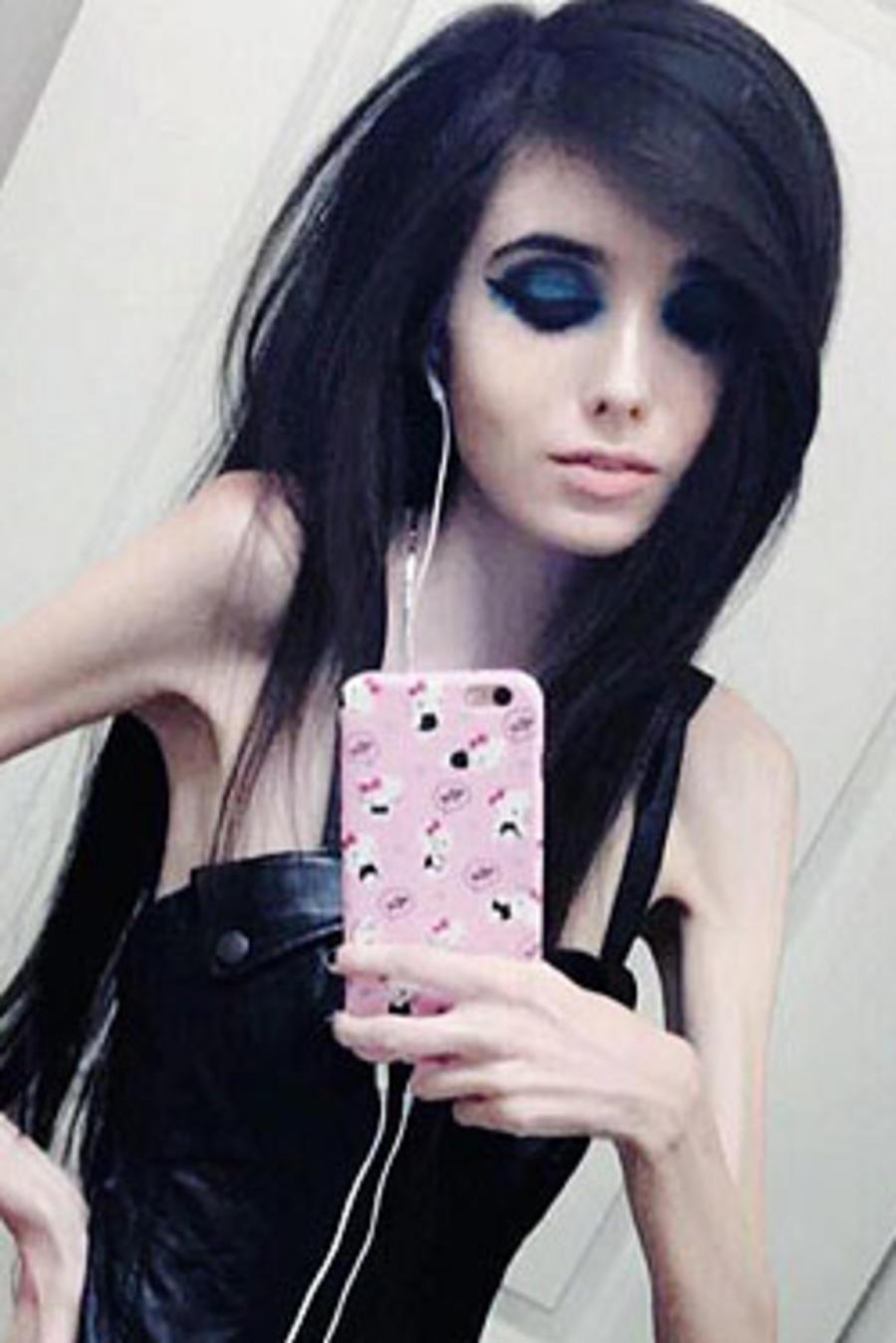 Eugenia Cooney selfie frente al espejo