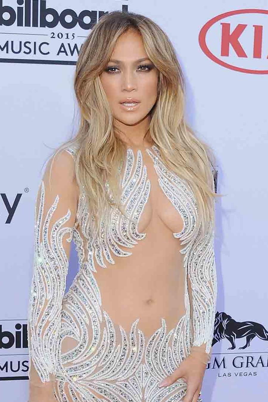 Jennifer Lopez en los Billboard Music Awards 2015 y Khloé Kardashian en el Angel Ball 2016