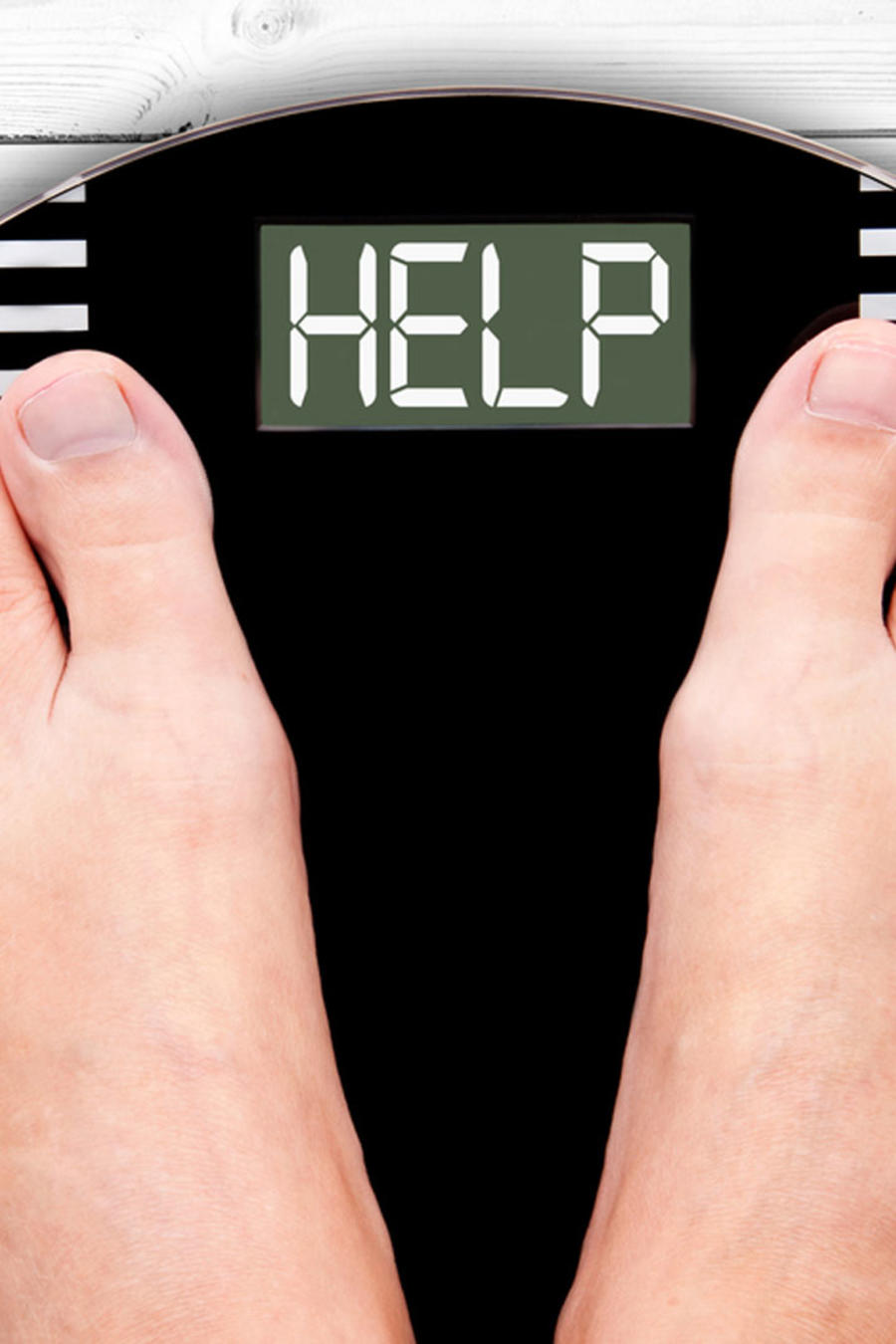 """Pies sobre balanza que indica la palabra """"Help"""""""
