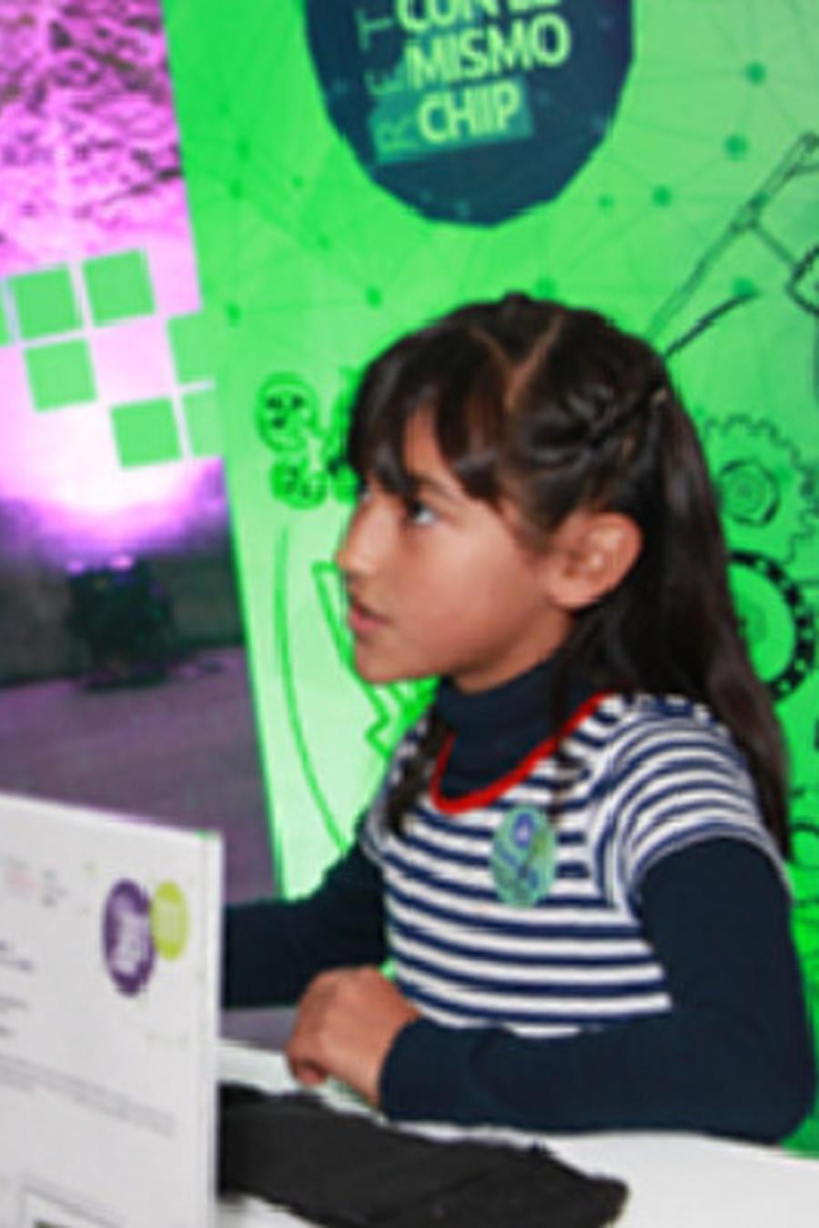 Vania Rodríguez Montes, una niña de Coahulia, México que inventó un cinturón que alerta a ciegos de obstáculos