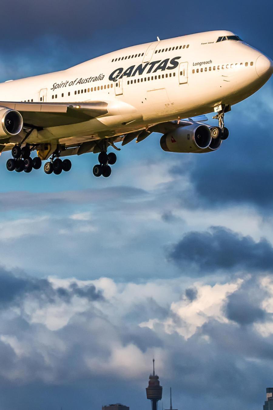 Avión de Qantas sobrevuela Sídney