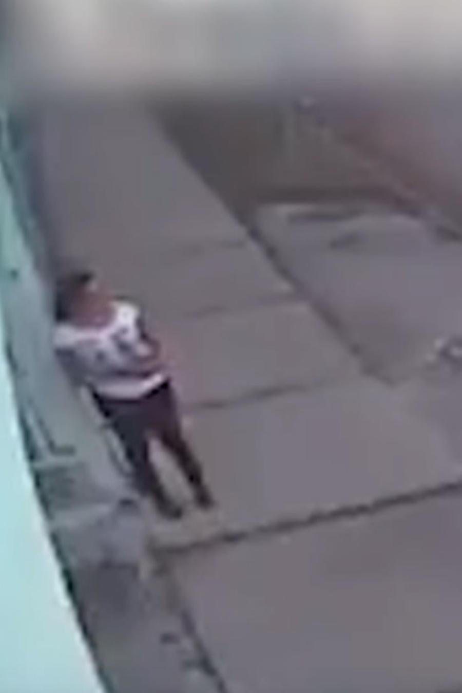 Una mujer se salva de morir por explosión de una granada en México (VIDEO)