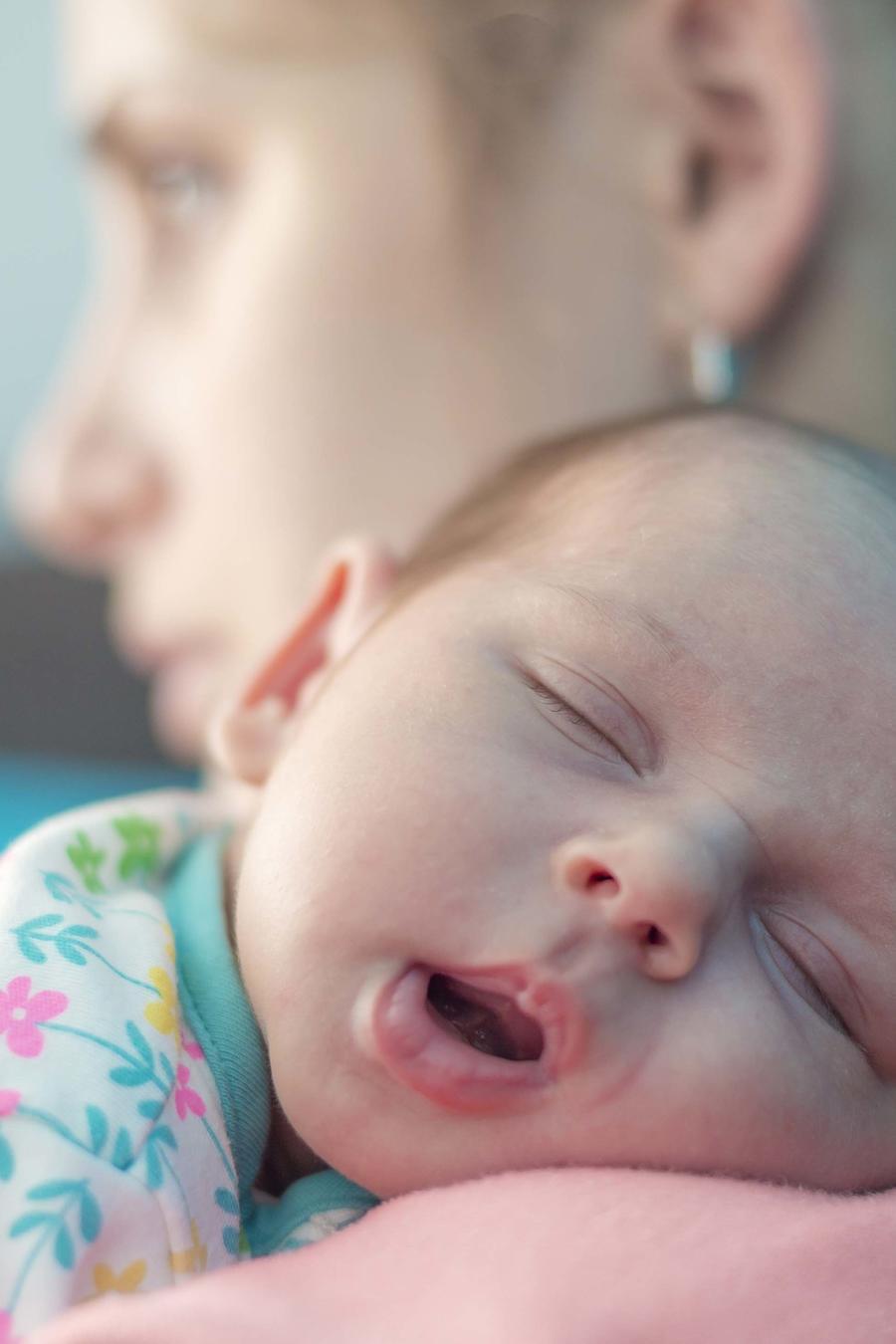 Madre con depresión post parto
