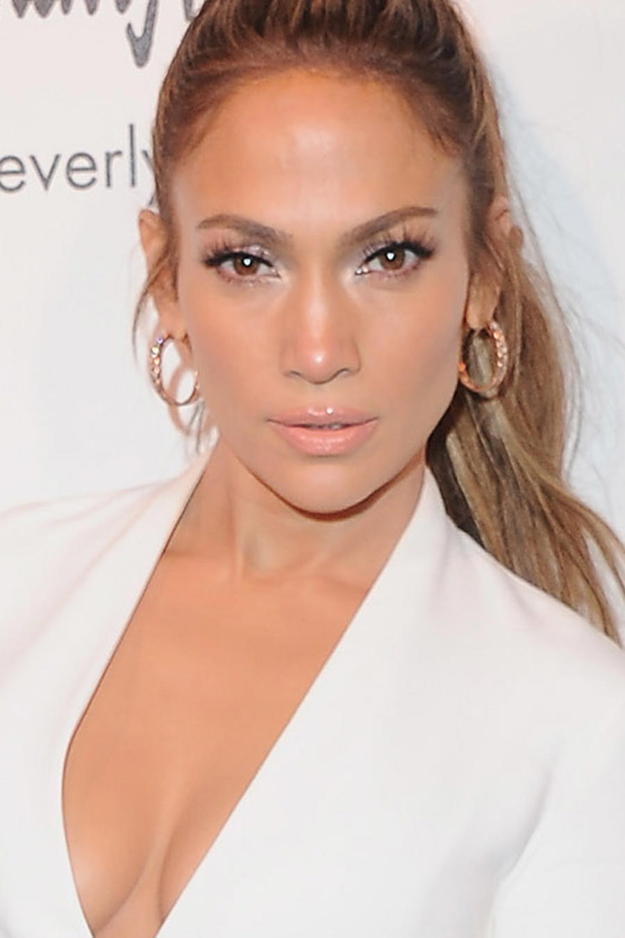 Jennifer Lopez lanza colección de zapatos