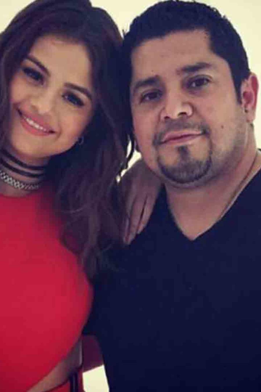 Selena Gomez junto a su padre