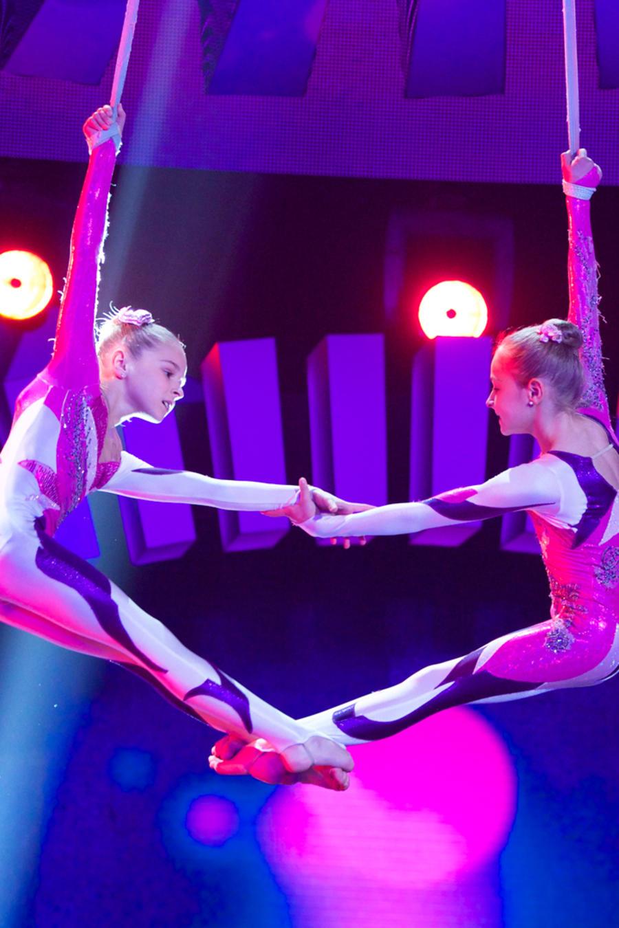 Gemelas trapecistas en Siempre Niños