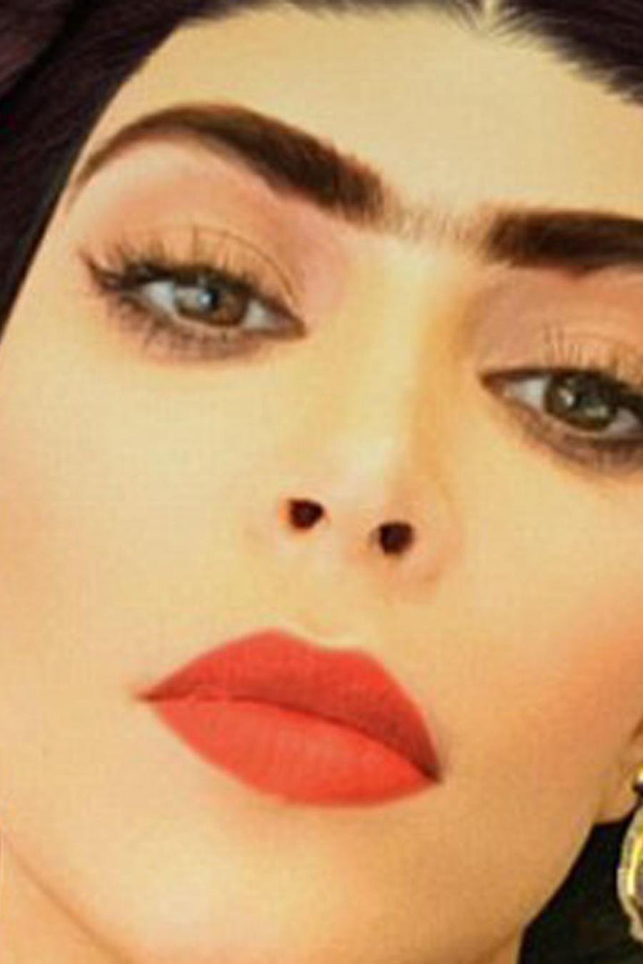 Kim Kardashian caracterizada como Frida Kahlo