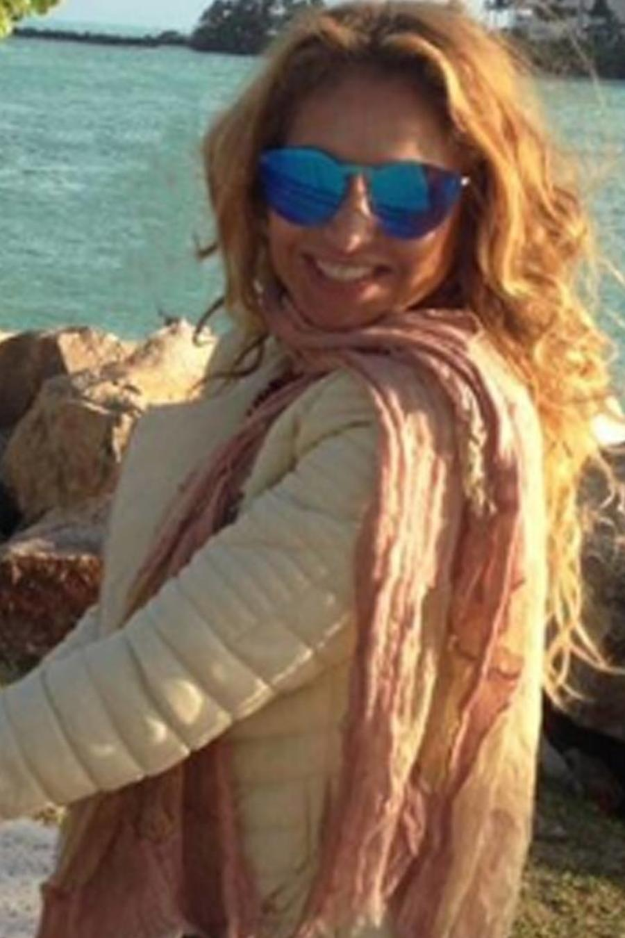 Paulina Rubio sale de paseo con su hijo