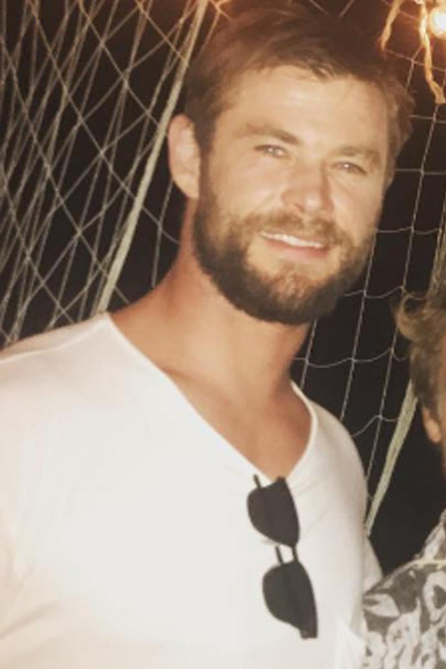 Diego Luna y Chris Hemsworth