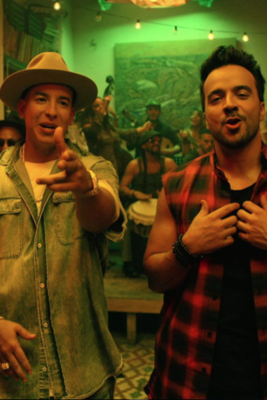 "Daddy Yankee y Luis Fonsi en video musical de ""Despacito"""