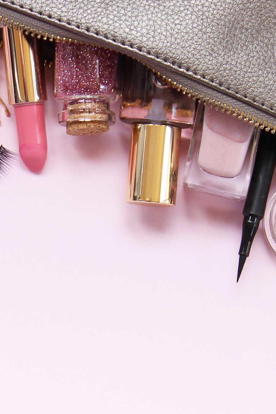 Estuche con productos de belleza