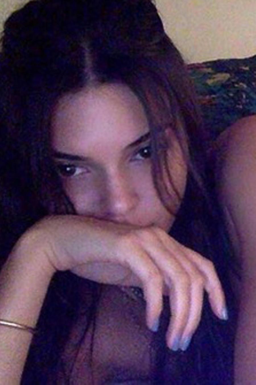 Kendall Jenner acostada en la cama