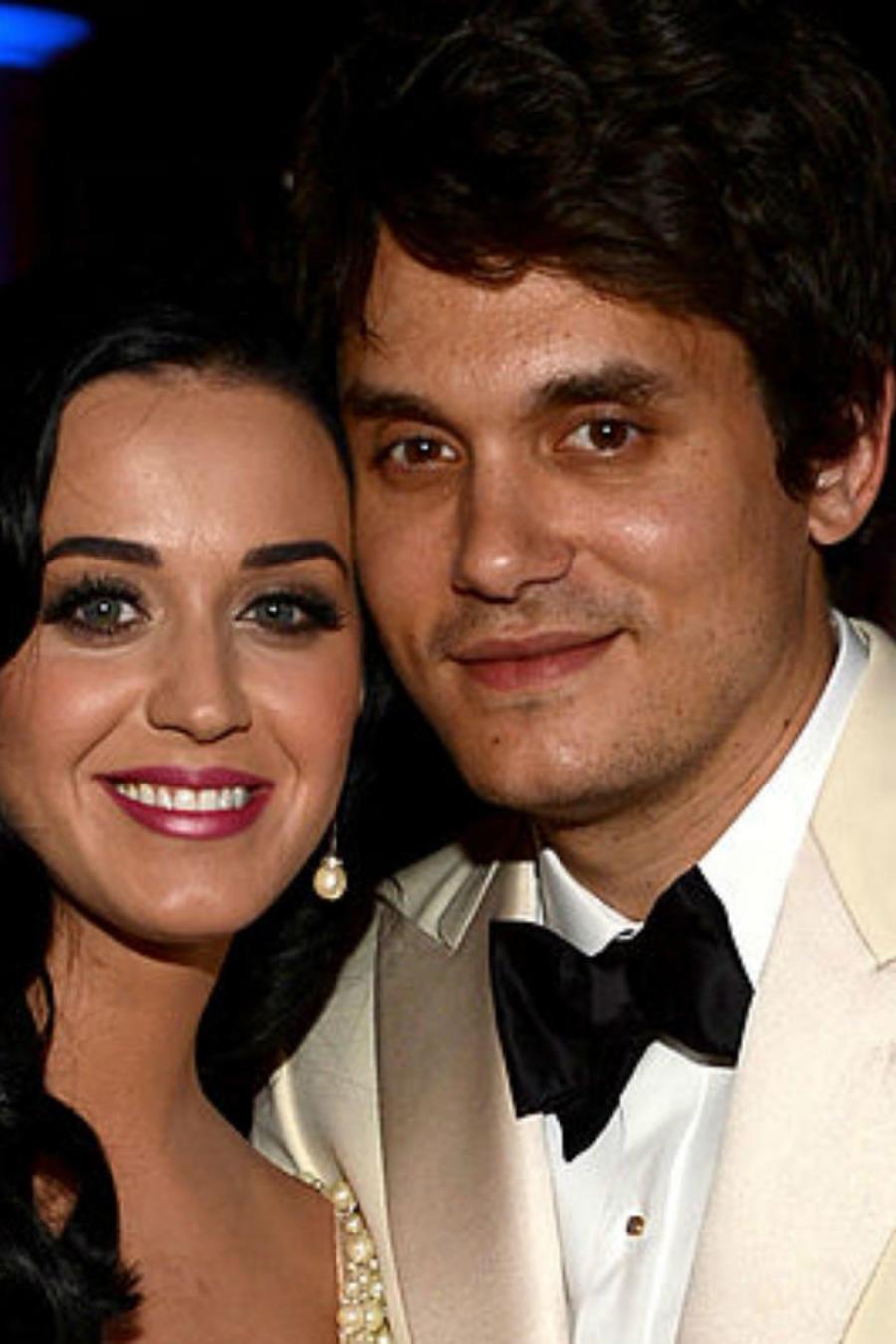 John Mayer y Katy Perry abrazados