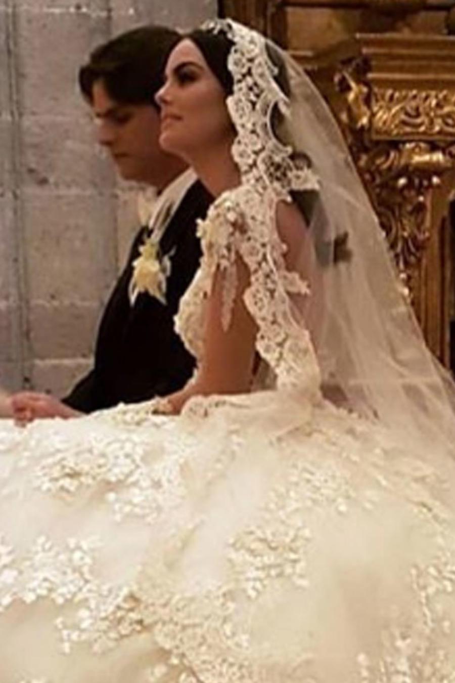 Ximena Navarrete y Juan Carlos Valladares en su boda