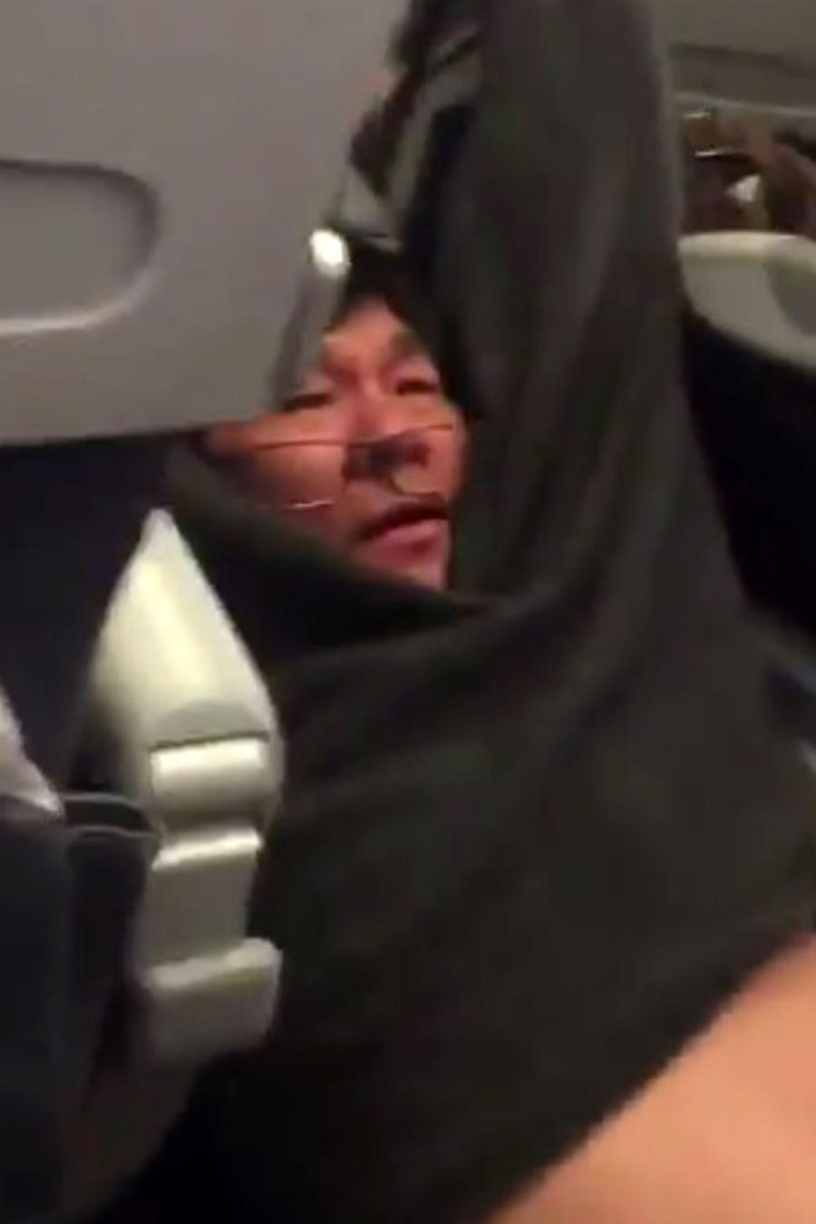 Hombre obligado a dejar vuelo
