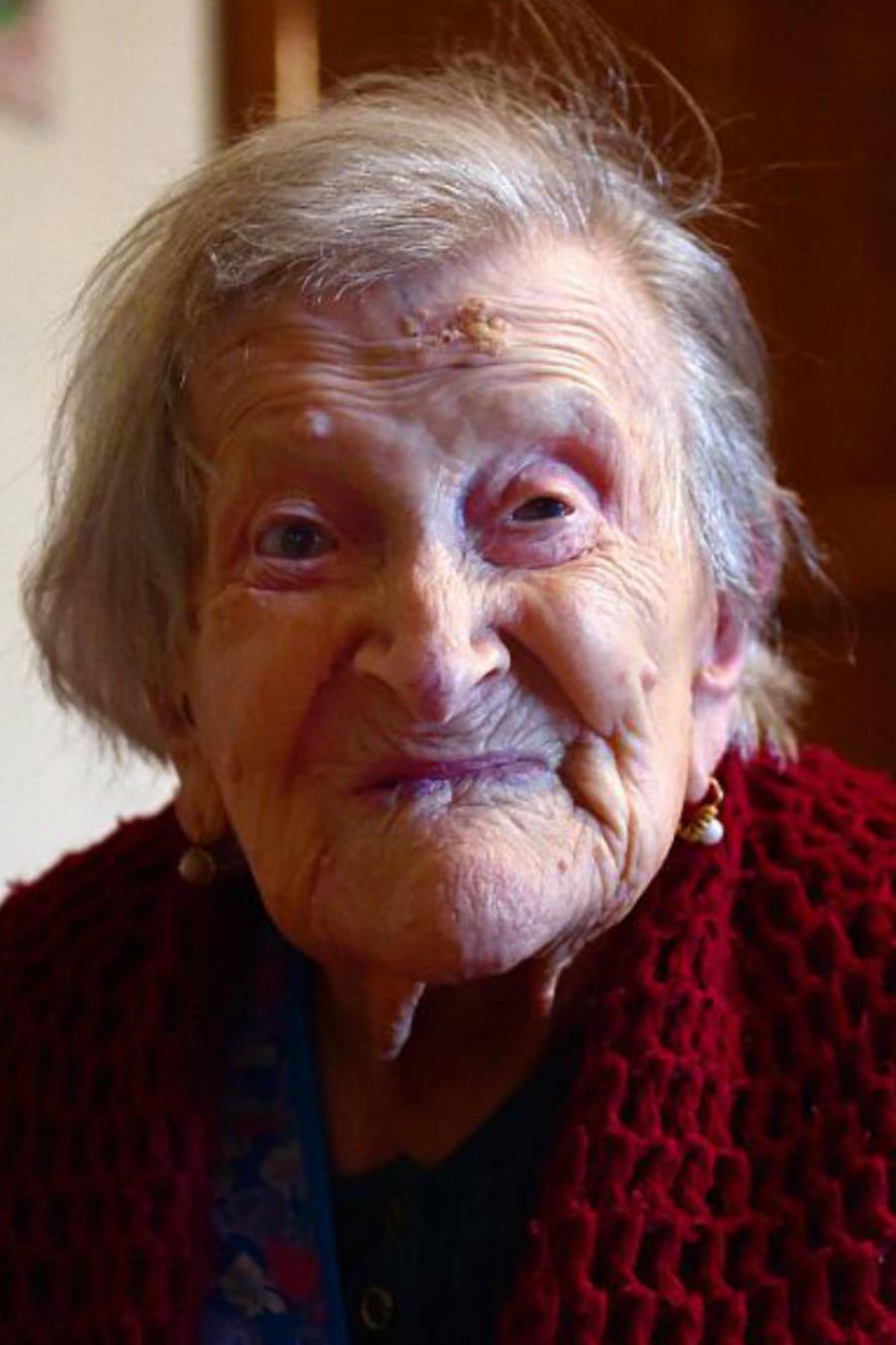 Emma Morano, la mujer más longeva del mundo, en su habitación