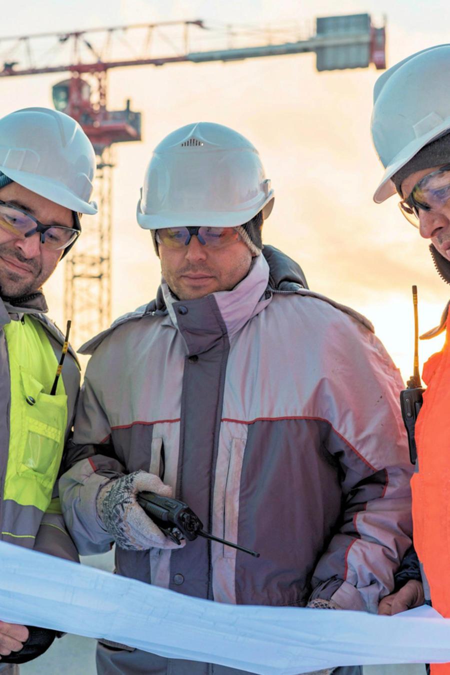 Ingenieros civiles trabajando
