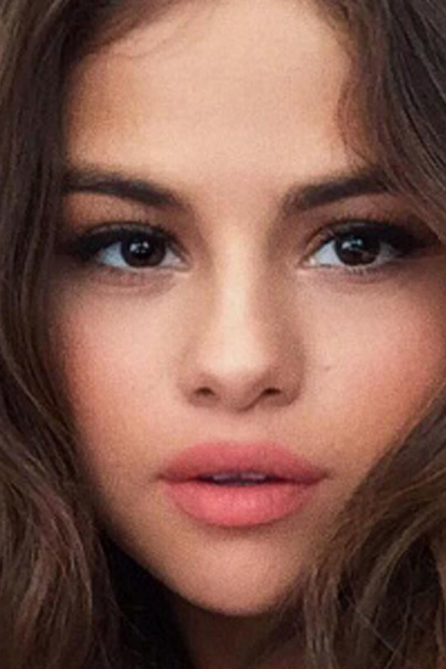 Selena Gomez selfie