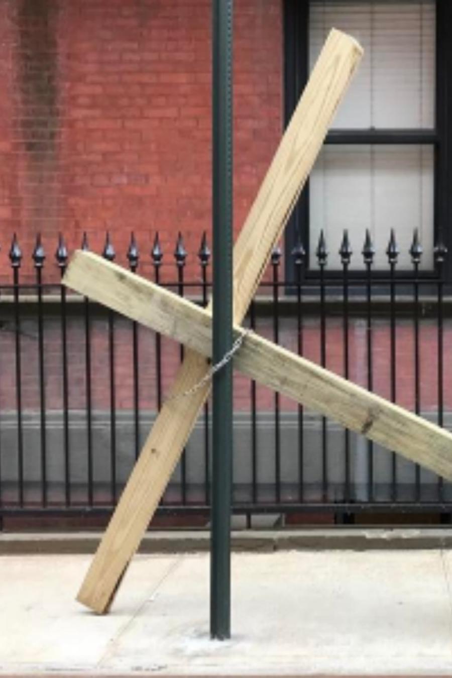 Cruz encadenada