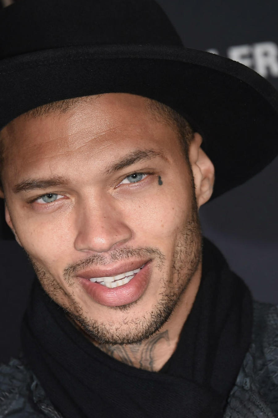 Jeremy Meeks alfombra roja Moncler Grenoble