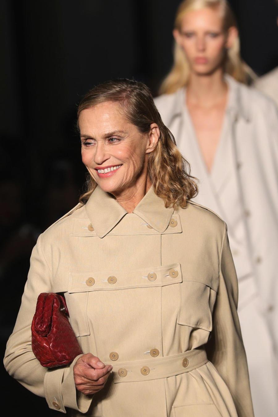 Lauren Hutton en el desfile de Bottega Veneta